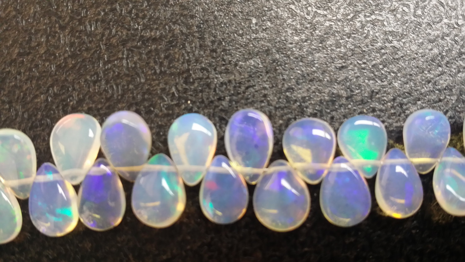Ethiopian Opal Pears Smooth